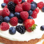 #ichbacksmir – einen Naked Cake… oder auch ein Beerenbiskuit-Traum